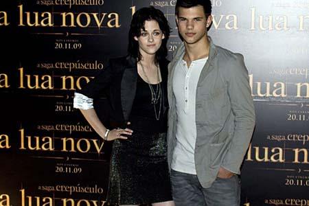 Bella não é ícone de moda, confira como foi coletiva de Lua Nova em São Paulo