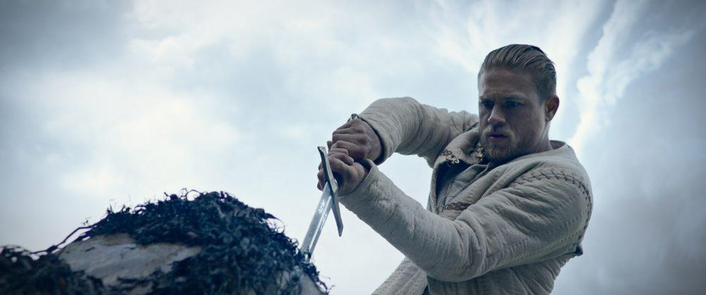 Crítica Rei Arthur: A lenda da Espada, O melhor filme de game jamais feito Sim!