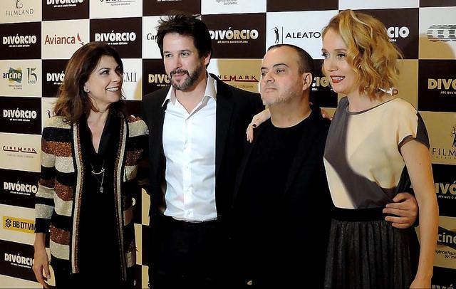 Divórcio tem pré-estreia em São Paulo com atores
