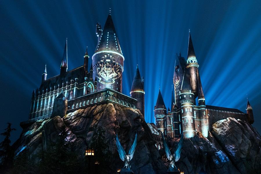 Universal Orlando lança nova experiência de projeção mapeada no Castelo de Hogwarts