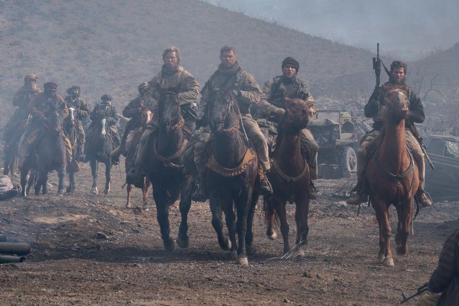 Crítica | 12 heróis com Chris Hemsworth, Michael Shannon e Michael Peña
