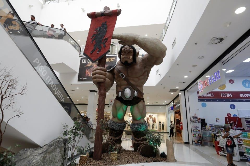 Orcs gigantes invadem o Shopping Metrô Itaquera