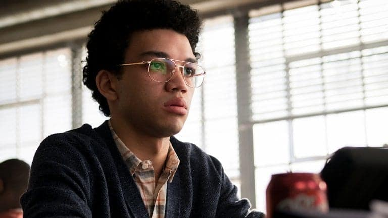 Justice Smith – astro de Pokemon: Detetive Pikachu – estará no painel da Warner Bros Pictures na CCXP