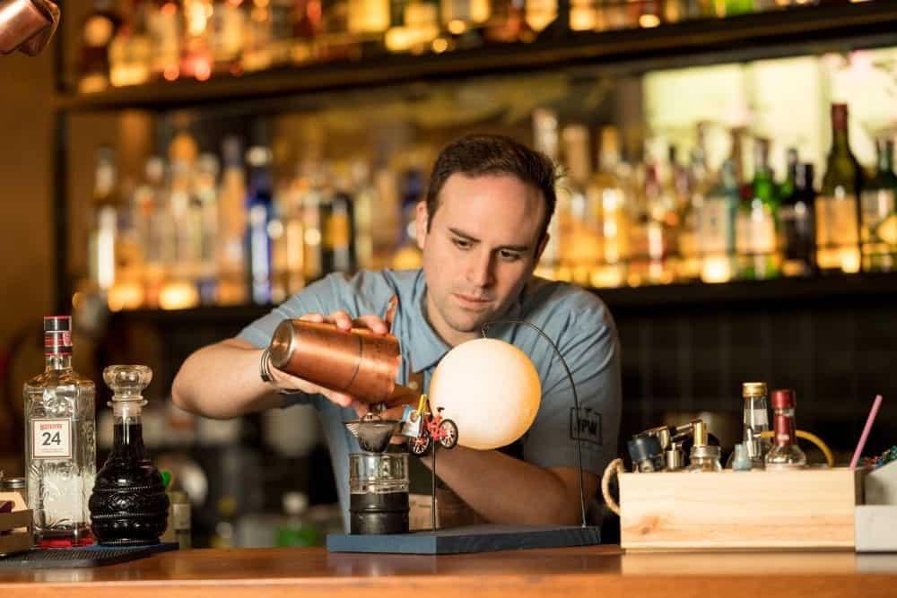 A onda dos bares com drinks Instagramáveis