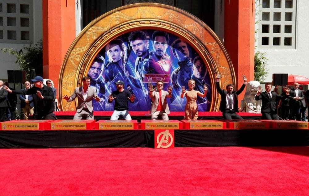 Vídeo | Elenco dos Vingadores são eternizados na calçada da fama