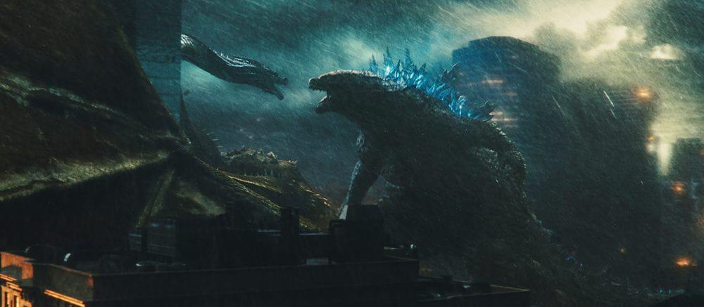 Godzilla II: Rei dos Monstros invade o bairro da Liberdade, em São Paulo