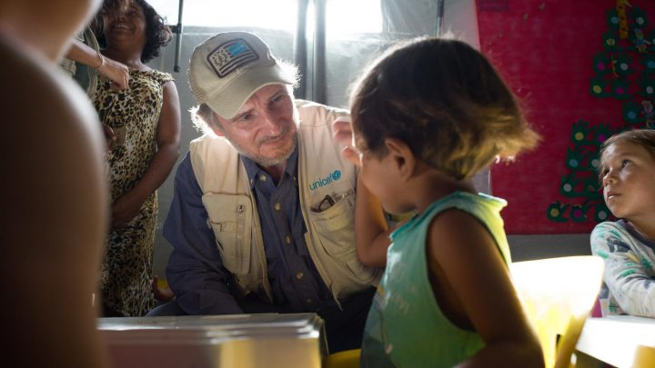 Liam Neeson se une ao UNICEF em apoio a crianças migrantes venezuelanas no Brasil