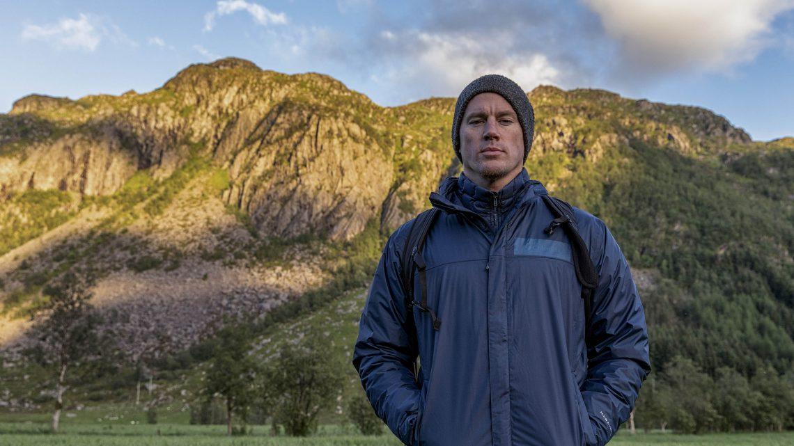 Channing Tatum caminha em rio congelado e se aventura nas montanhas da Noruega em programa de TV