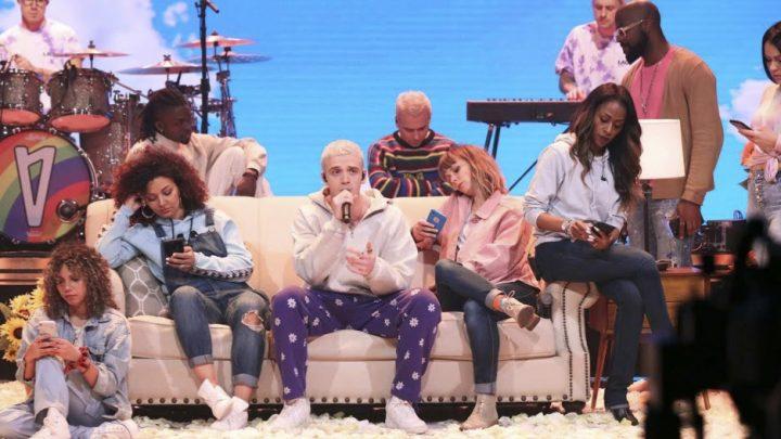 LAUV se apresentou no the Tonight Show starring Jimmy Fallon