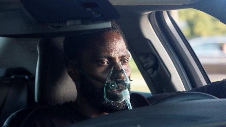 Dirigido e roteirizado por Christopher Nolan, Tenet chega às telonas com trama que subverte o tempo